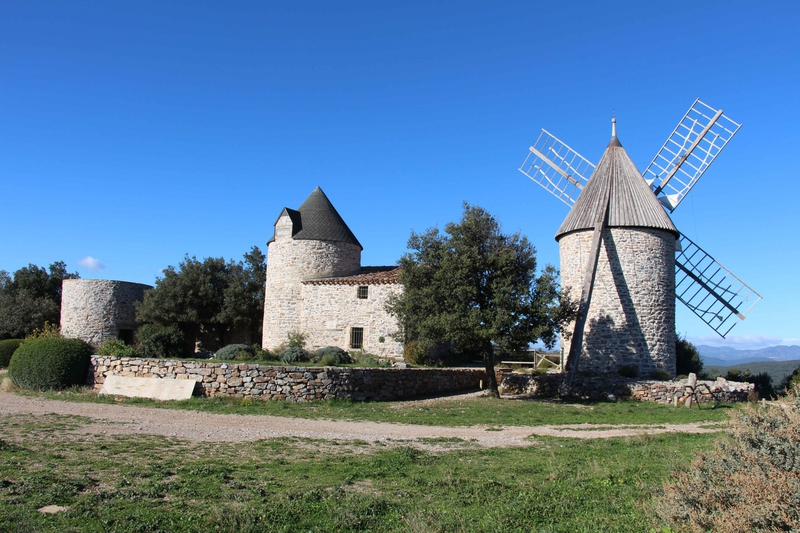 Moulins à vent des Trois Tours.