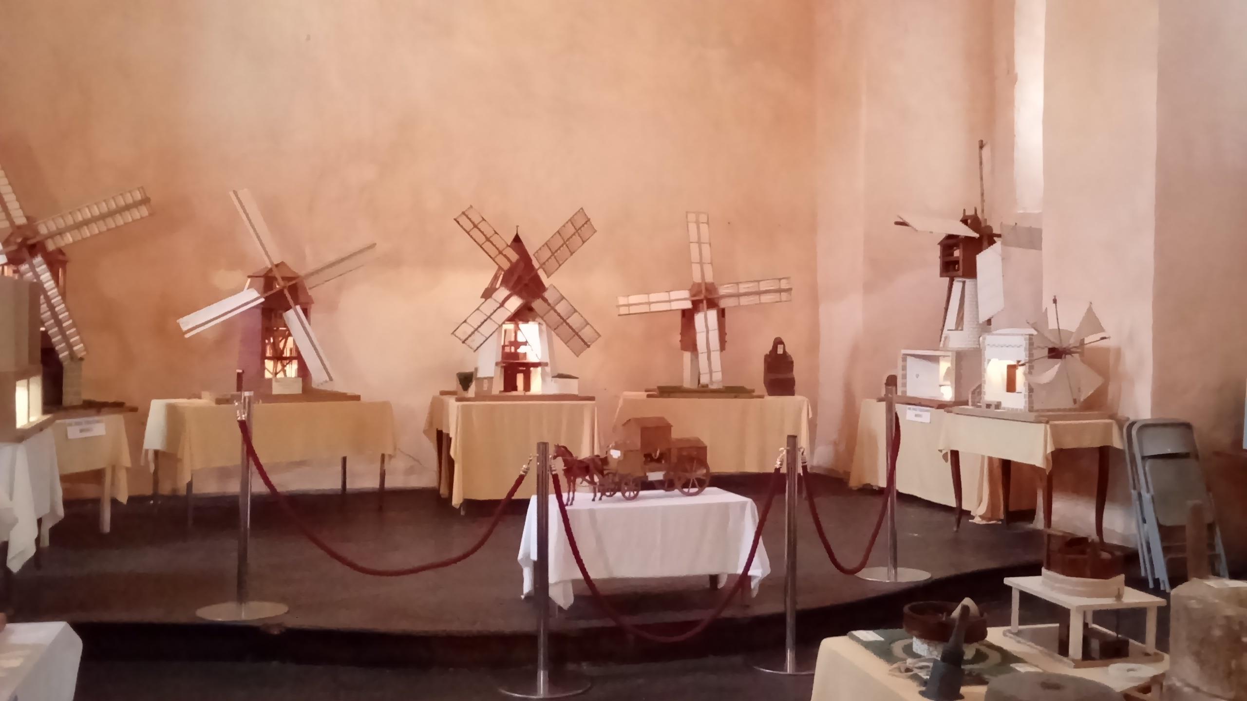 Exposition de Maquettes de Moulins Chapelle des Pénitents à Nant 12230